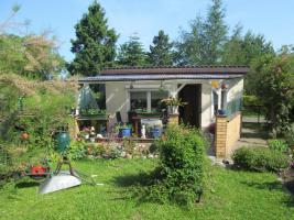 Garten mit Bungalow