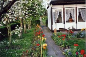 garten mit bungalow in leipzig taucha zu verkaufen in taucha bei leipzig von privat. Black Bedroom Furniture Sets. Home Design Ideas