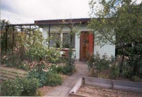 Garten mit massiver Laube in KGV