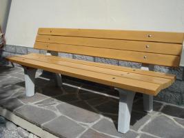 Foto 5 Gartenbänke und Tische