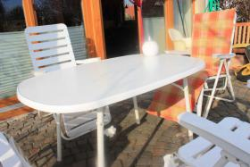 Gartenmöbel, 1Tisch, 4 Stühle