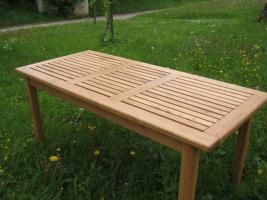 Gartentisch aus Eiche