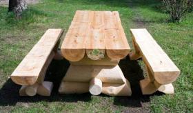 Gartentisch  ''Strand'' mit zwei separaten Sitzbänken.