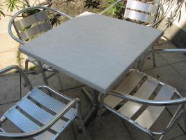 Gartentische und Sessel für Gastronomie