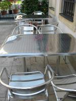 Foto 2 Gartentische und Sessel für Gastronomie
