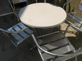 Foto 3 Gartentische und Sessel für Gastronomie