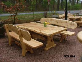 Gartentische, Stühle, Bänke aus Massivholz