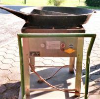 Gasgrill mit geteilter Gußpfanne ø80cm