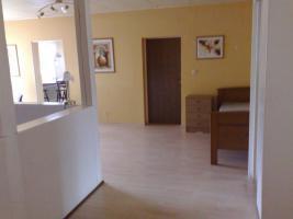 Foto 3 Geräumige 3 Zimmerwohnung im Erdgeschoss & Terasse & sep. Eingang