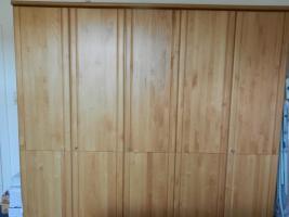 Geräumiger 5-türiger Kleiderschrank mit Echtholztüren aus Buche, wie neu,