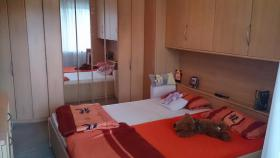 Geräumiges Überbauschlafzimmer in Buche inkl. Bettgestell