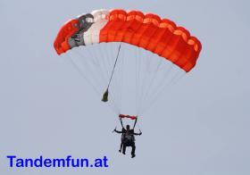 Foto 4 Geschenkidee! Fallschirmspringen bei Tandemfun in Klatovy, Dingolfing, Zell am See, Fromberg