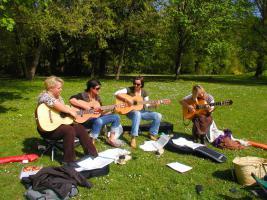 Foto 2 Gitarrenunterricht für Anfänger - ohne Noten aber mit viel Spaß !!!