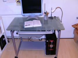 Glas computertisch mit tastaturauszug in merseburg for Computertisch glas