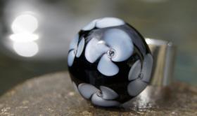 Foto 5 Glasperlenfingerringe auf Edelstahl