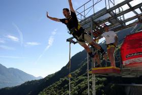 Goldeneye Bungy - 220 Meter