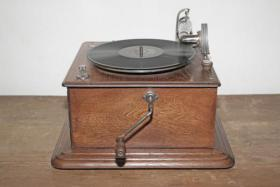 Foto 2 Grammophon England ca. 1905