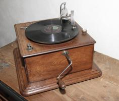 Foto 3 Grammophon England ca. 1905