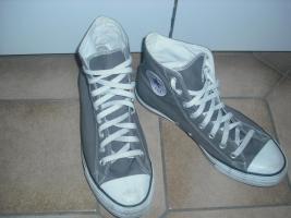 Graue Converse Schuhe zu verkaufen