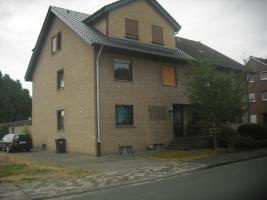 Große Doppelhaushälfte zu verkaufen.