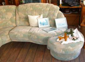 Foto 6 Große, gemütliche Couchgarnitur mit Rundecke und Fußhocker