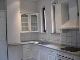 Foto 2 Große, helle Einbauküche mit allen Geräten, Topfkarussel usw. zu verkaufen