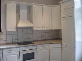 Foto 3 Große, helle Einbauküche mit allen Geräten, Topfkarussel usw. zu verkaufen
