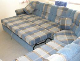 Große, moderne Couchgarnitur mit Schlaffunktion und Rundecke