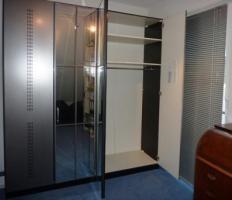 Foto 2 Großer 4-türiger Schlafzimmer-Kleiderschrank Spiegeltüren