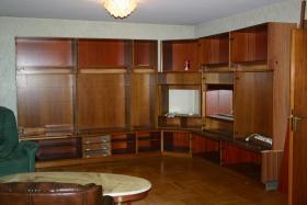 Großer Eckwohmzimmerschrank zu Verkaufen