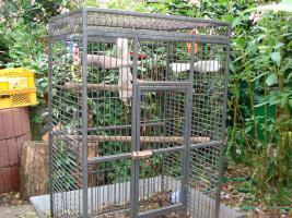 Großer Papageienkäfig in prima Zustand