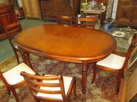 Foto 3 Grosser ovaler Tisch mit 6 Stühlen- Kirsch Holz