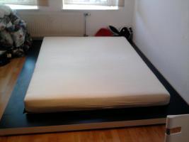 Gro�es Doppelbett von Ikea