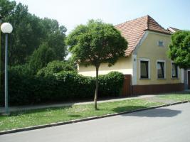 Grosses Grundstück mit altem Haus € 60000, --