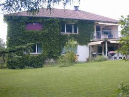 Foto 2 Großes Wohnhaus mit zwei Wohnungen und großem Garten