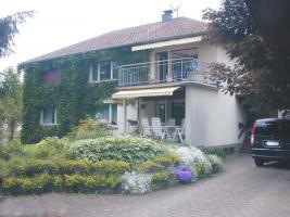 Foto 4 Großes Wohnhaus mit zwei Wohnungen und großem Garten