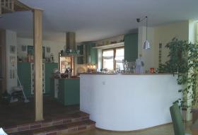 Offene Küche mit Theke