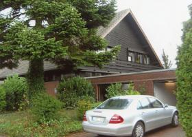 Gro�z�giges Ein- bis Zweifamilienhaus mit eigenem Apartement