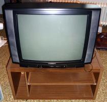 Grundig Farb-TV - 66cm - inklusive fahrbarem Unterschrank