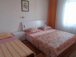 Foto 6 Gruppenhaus in Crikvenica - Kvarnerbucht, 18 Personen, 3 Ferienwohnungen, Haustiere erlaubt, Strand 500 m, Klimaanlage, TV SAT, Waschmaschine