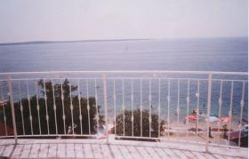 Foto 2 Gruppenhaus in Mandre auf der Insel Pag, 6 Apartments direkt am Meer