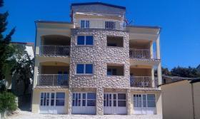 Foto 4 Gruppenhaus in Mandre auf der Insel Pag, 6 Apartments direkt am Meer