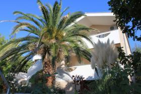 Gruppenhaus in Posedarje bei Zadar bis zu 16 Personen, 4 Apartments