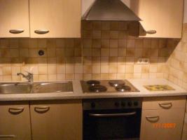 Gut erhaltene Küche, inklusive Einbauherd und Kühlschrank