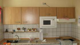 Foto 3 Gut erhaltene K�chenzeile, Anbauk�che in buchenfarben mit Elektroger�ten und ecktisch.