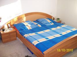 Gut erhaltenes Doppelbett mit Nachtschränke