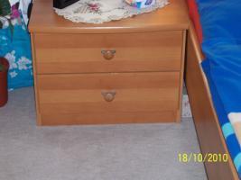 Foto 2 Gut erhaltenes Doppelbett mit Nachtschränke