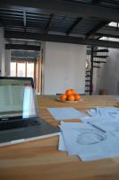 Foto 2 Gute Aussichten. Ein Schreibtisch im Kreuzberger Loftbüro.