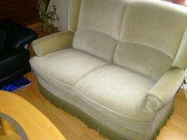 Foto 2 Guterhaltene 2-sitzer Couch