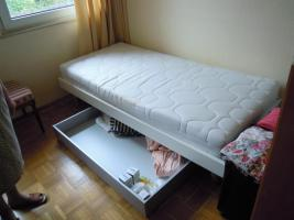 Foto 2 Gutes solides Einzelbett